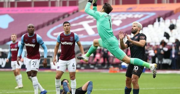 Man City thoát hiểm trước West Ham, tiếp tục văng Top 10