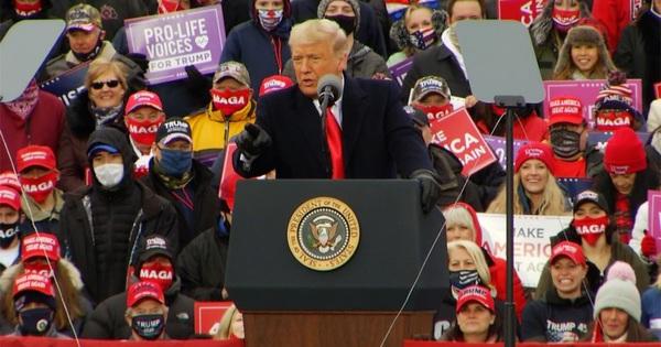 Tổng thống Trump nói giới y tế Mỹ phóng đại Covid-19 để