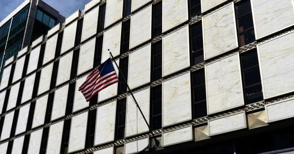 Cựu nhân viên đại sứ quán Mỹ bị cáo buộc là