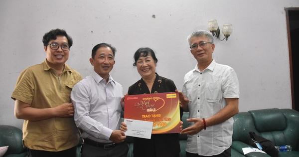 """""""Mai Vàng nhân ái"""" thăm nghệ sĩ múa Nguyễn Anh Đào và Tô Minh Nhật"""