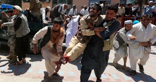 Kích bom ở đám tang, hàng chục người chết oan uổng