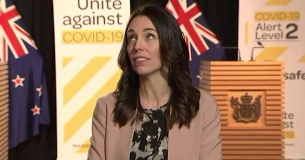 Đang phỏng vấn gặp động đất, thủ tướng New Zealand mặt không biến sắc