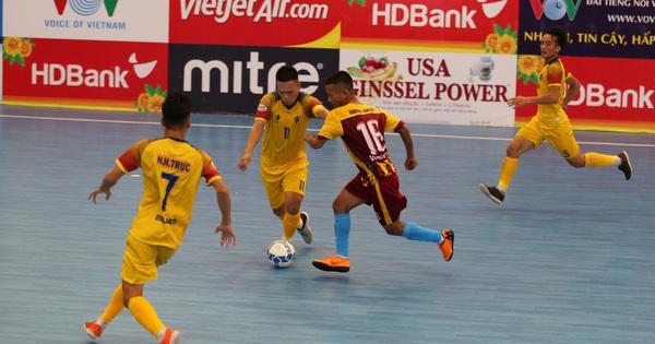 Sốc với clip mưa bàn thắng của Quảng Nam vào lưới Vietfootball