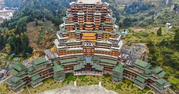 Huyện nghèo Trung Quốc đốt tiền kinh hoàng