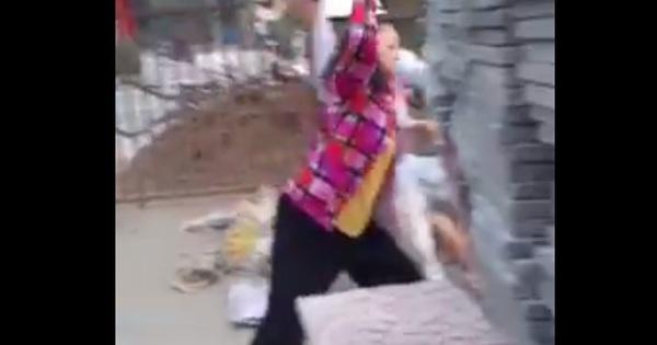 Bắt tạm giam 4 người cùng một gia đình, ném gạch đá vào Công an phường