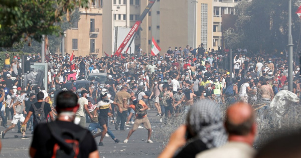 Biểu tình sau vụ nổ Beirut: Cảnh sát thiệt mạng, hàng...