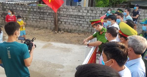 Người dân Sầm Sơn vui mừng được dỡ phong tỏa cách ly Covid-19 vào ngày 2-9