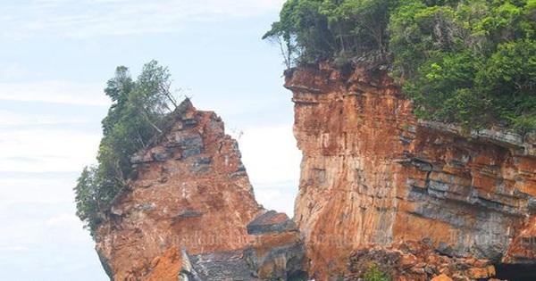 Kỳ lạ hòn đảo bị tách rời một phần ở Thái Lan