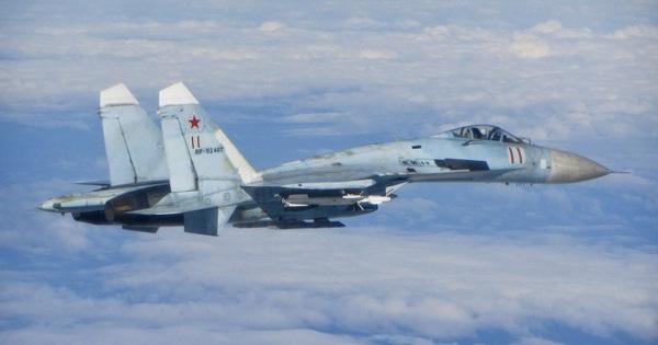 Tàu chiến Nga săn đuổi chiến hạm NATO, Su-27 xuất kích...