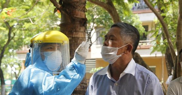 Người dân Đà Nẵng phấn khởi trong ngày lấy mẫu xét nghiệm đại diện hộ gia đình