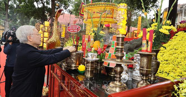 Tổng Bí thư, Chủ tịch nước Nguyễn Phú Trọng dâng hương tại Hoàng thành Thăng Long