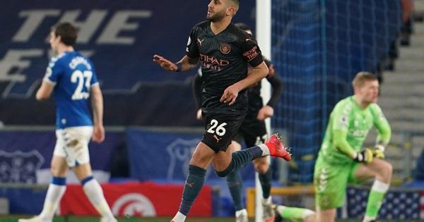 Hai siêu phẩm hạ Everton, Man City thắng trận thứ 17 giữ ngôi đỉnh bảng