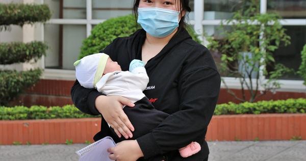 Bé sơ sinh 24 ngày tuổi mắc Covid-19 ở Hải Dương khỏi bệnh