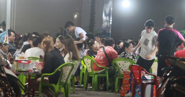 TP HCM: Lấy mẫu xét nghiệm ngẫu nhiên ở quán nhậu, phạt hàng loạt nhà hàng