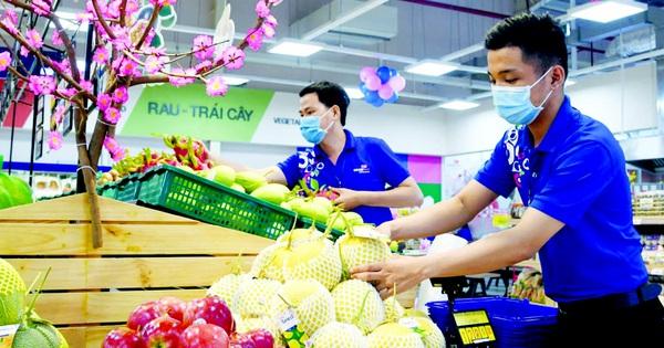 Đi siêu thị sớm để mua hàng hóa tươi ngon