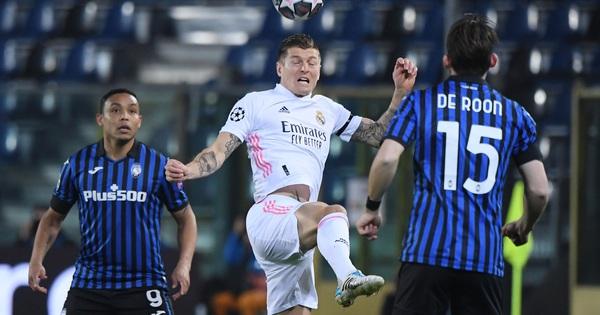 """Hậu vệ ghi bàn, Real Madrid thoát hiểm trước """"bẫy rập"""" Atalanta"""