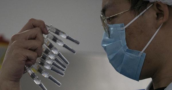 Nghịch lý đắng lòng của vắc-xin Covid-19 Trung Quốc
