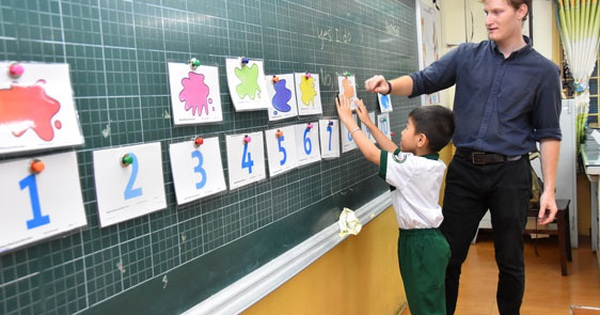 Tiếng Hàn, tiếng Đức tiến tới thành môn học bắt buộc