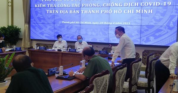 TP HCM: Ra đường phải đeo khẩu trang, siết chặt quản lý nhập cảnh