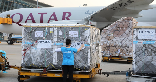 Việt Nam nhận thêm gần 1,7 triệu liều vắc-xin Covid-19