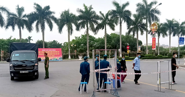 Thêm 11 ca nghi mắc Covid-19, 1 người tiếp xúc với chuyên gia Trung Quốc nhiều ngày