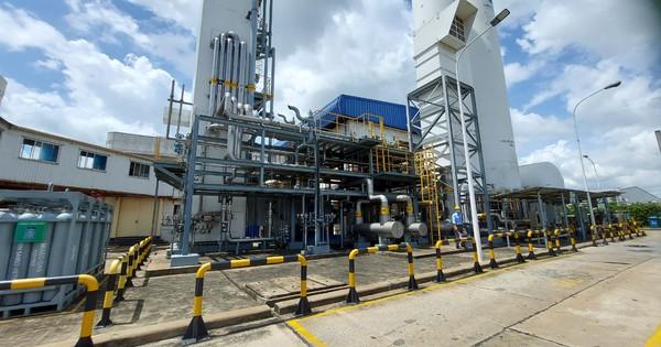 Cận cảnh nhà máy sản xuất ôxy cung cấp cho điều trị bệnh