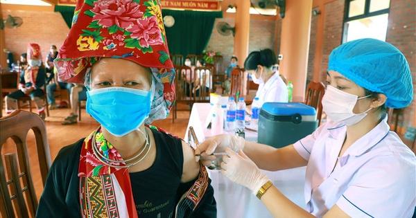 75% người dân huyện biên giới Bình Liêu tiêm vắc-xin Sinopharm - bơi