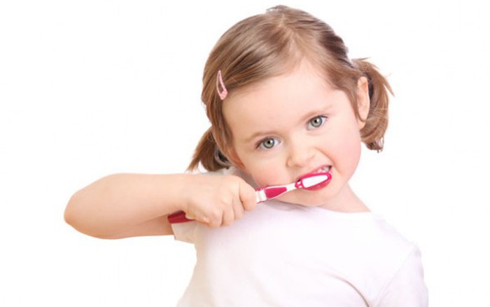 Trẻ em đánh răng: Chuyện không nhỏ! - Báo Người lao động