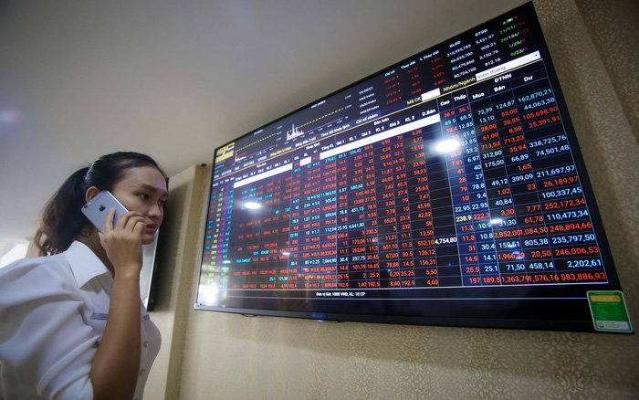 VN Index tuột dốc không phanh, sàn chứng khoán bốc hơi 3,6 tỉ USD