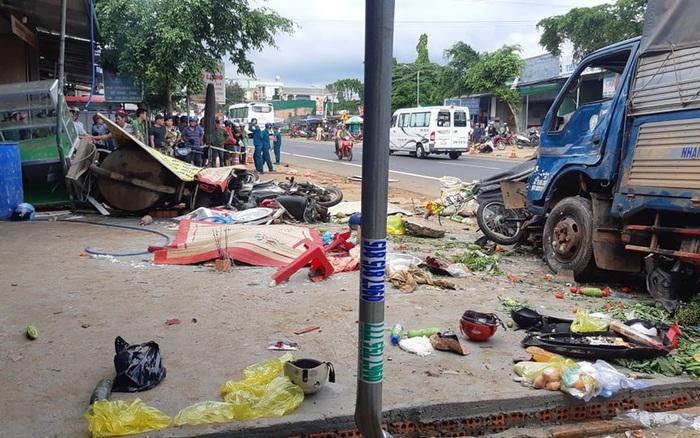 CLIP: Khoảnh khắc kinh hoàng xe tải lao vào chợ làm 5 người chết, 5 bị thương - Báo Người lao động